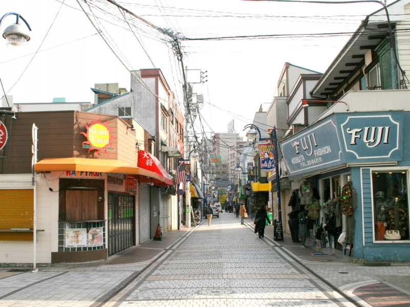 どぶ板通り商店街   神奈川観光