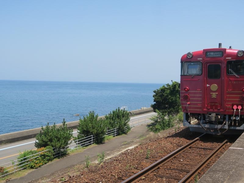 【愛媛】青い海とおもてなしの観光列車「伊予灘ものがたり」