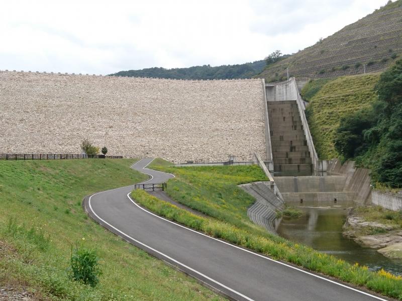 「平成のピラミッド」と呼ばれる美しいダム!【鳥取】殿ダムの見どころ&楽しみ方