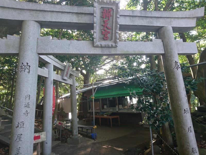 鳥取砂丘から超近い穴場スポット!【鳥取】金運UPのパワスポとして人気な「多鯰ヶ池」!