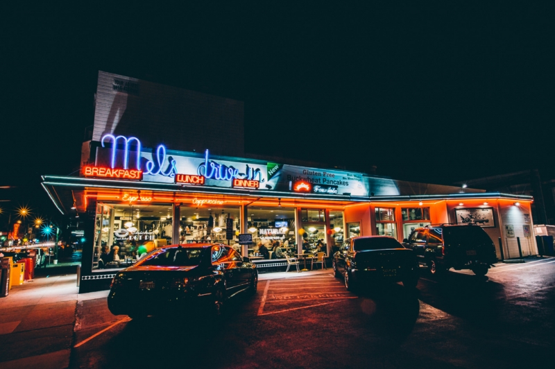 mels drivein california diner - 800×532