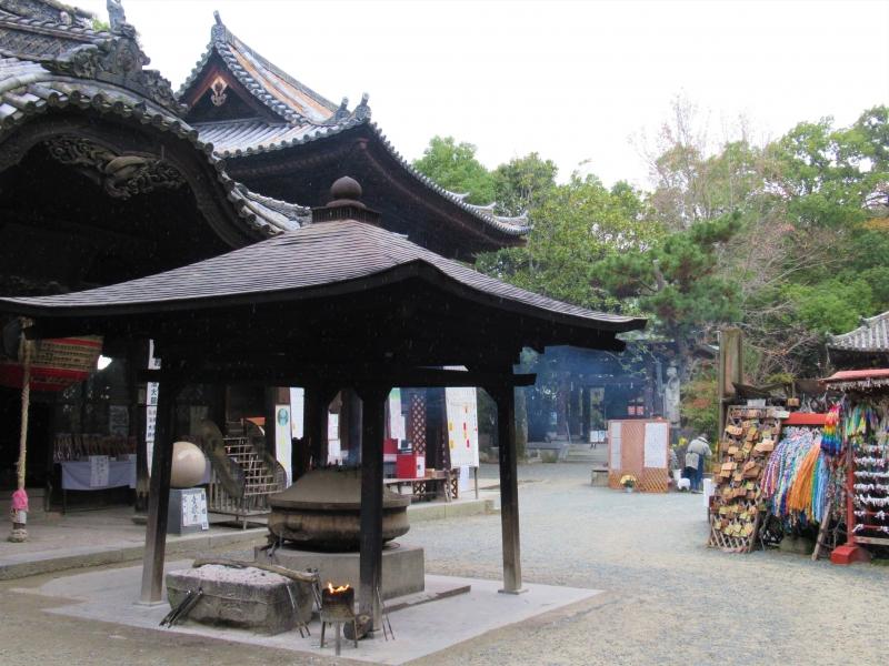【愛媛】道後温泉すぐ近く、ちょっと不気味な「石手寺」参拝のススメ