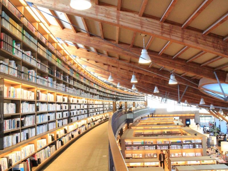 【佐賀県】話題の「武雄市図書館」と「武雄市こども図書館」を徹底解説!