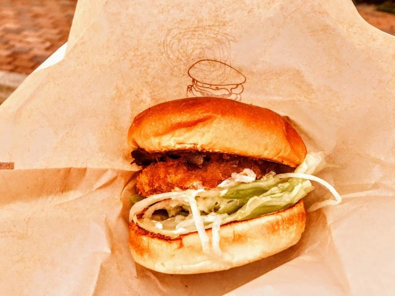 【道の駅うずしお】淡路島オニオンキッチンで「あわじ島バーガー」を堪能!ご当地バーガーグランプリにも入賞!