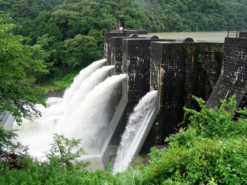 まるで中世ヨーロッパの古城!日本唯一&フォトジェニックな【香川】豊稔池ダム