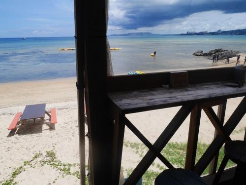 カフェ 見える 沖縄 の 海 沖縄旅行で絶対行きたい「絶景カフェ」27選!人気店からニューオープンまで|じゃらんニュース