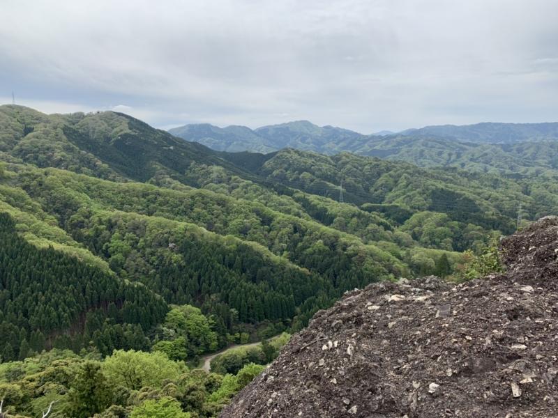 【鳥取】凝灰角礫岩テラスで絶景を満喫!往復約1時間でハードな登山を楽しめる金華山へ