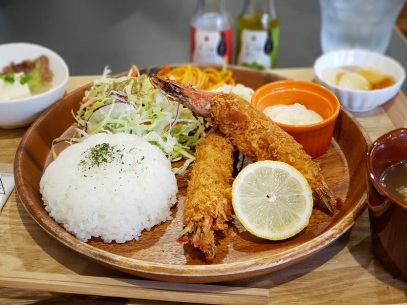 【香川】直営店だから新鮮&美味しい!オリーブ車海老のランチが人気「Caféにがり衞門」