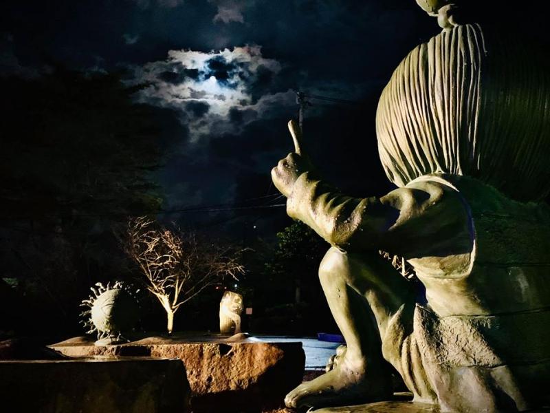 夜にしか会えない妖怪がいる!意外と怖い日没後の水木しげるロードの世界へ【鳥取】