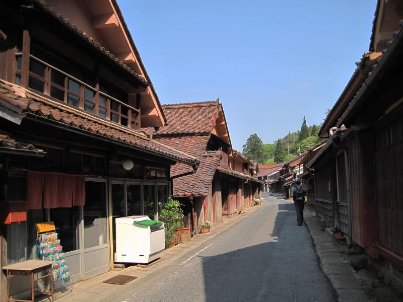 ベンガラの赤い町並み!岡山県・吹屋の観光スポット10選