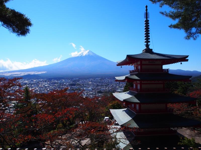 日本人も知らなかった!?「新倉富士浅間神社」の景色が美し過ぎる【山梨】