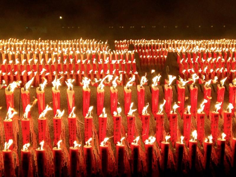 【新潟】夜空を羽ばたく火の鳥!?宝徳山稲荷大社の神幸祭