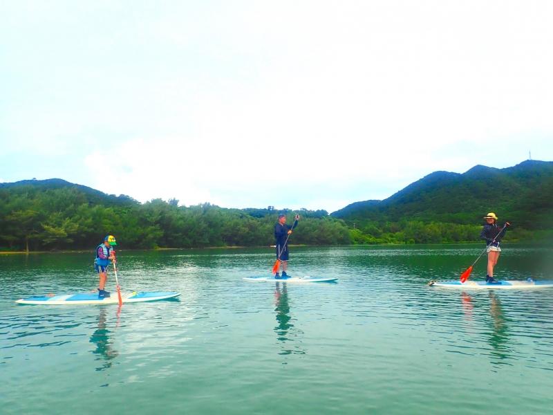 気持ちいい!石垣島の景勝地【川平湾】でSUPクルージング