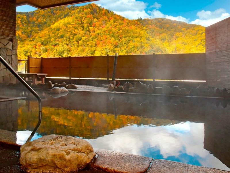 【札幌・定山渓】露天風呂から紅葉&雪景色が見える絶景旅館4選!