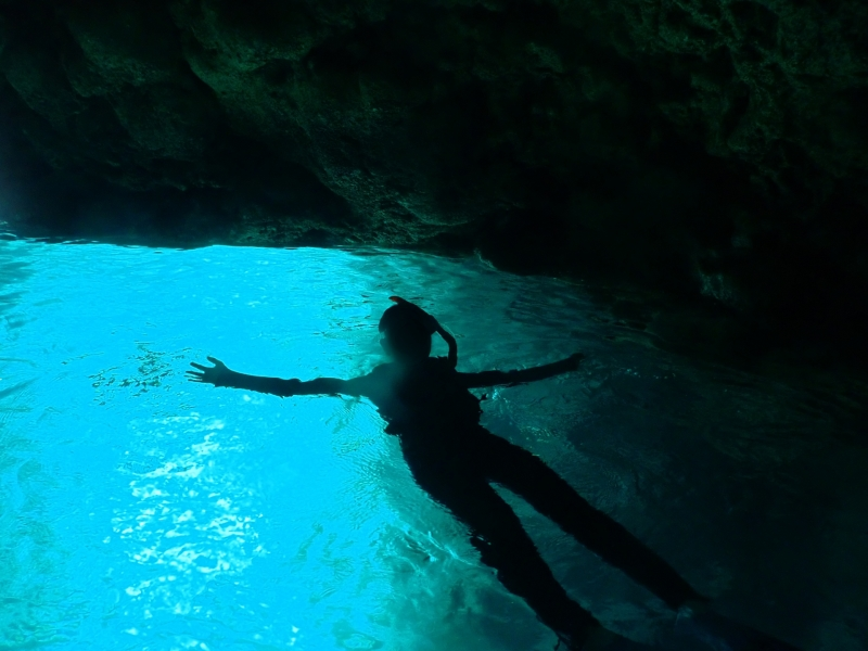 【沖縄本島】青の洞窟シュノーケルツアー徹底解剖!幻想的な世界へ!