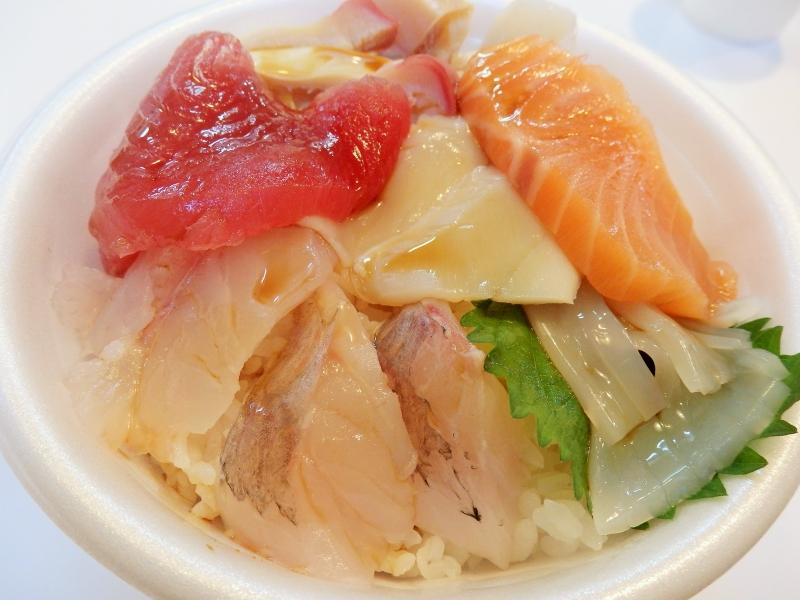 好きな具材をのせて食らう!青森魚菜センターの「のっけ丼」がうまい