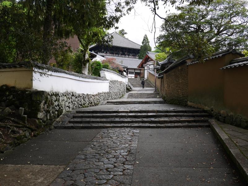 【奈良】風情ある参道や神社も!「東大寺二月堂」周辺を散策