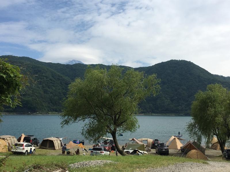 富士五湖でキャンプ!フィンランドサウナも楽しめる西湖自由キャンプ場!