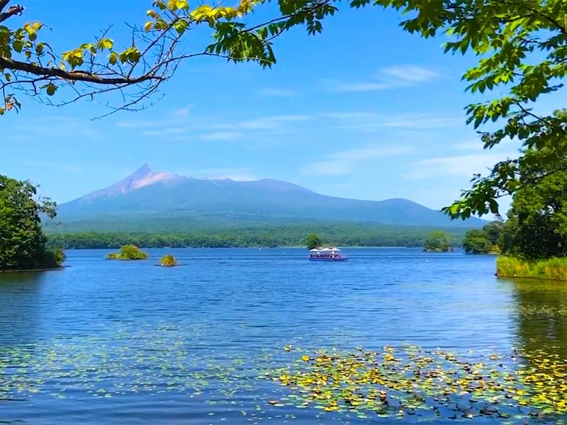 【北海道】大沼の美食と絶景を満喫!湖上テラスで優雅なクルーズランチ