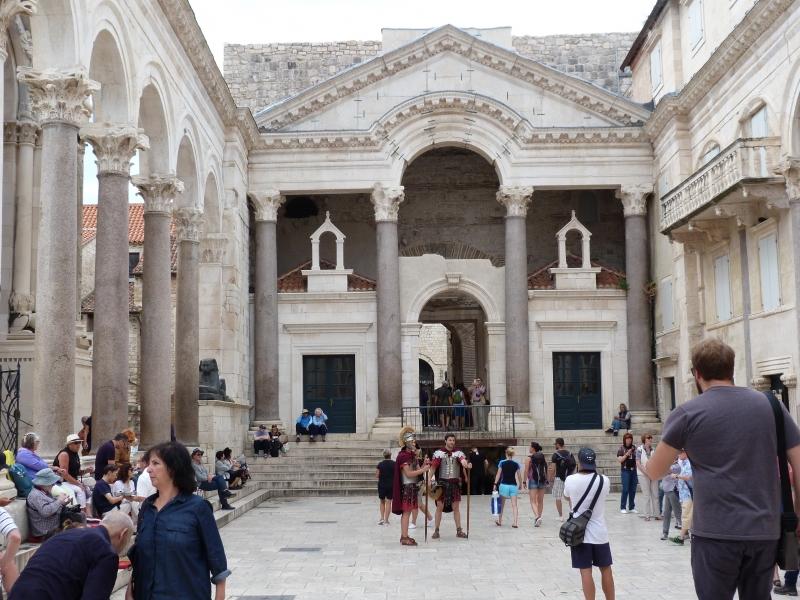 クロアチア・スプリトの世界遺産「ディオクレティアヌス宮殿」を歩く