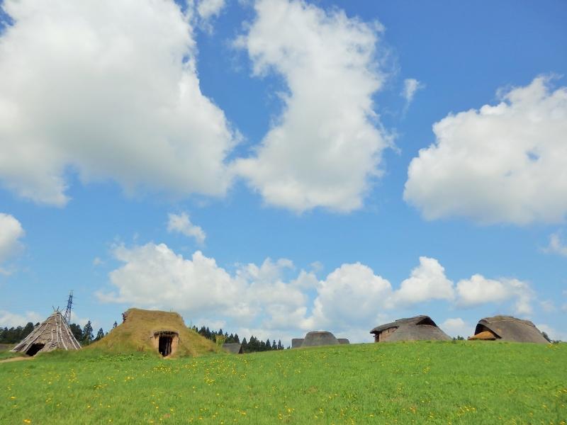 5,500年前の集落を復元展示。青森県[三内丸山遺跡]