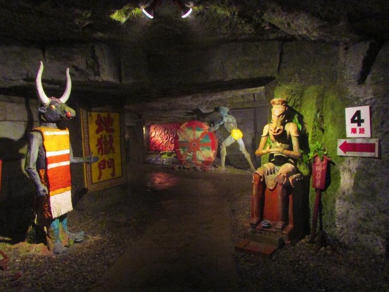 ここは地獄か極楽か?石川県随一のカオスな洞窟寺院・ハニベ巌窟院