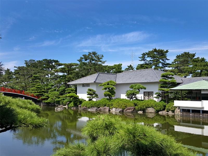 香川の琵琶湖?京極家が築庭した大名庭園「中津万象園」の見どころ&グルメ