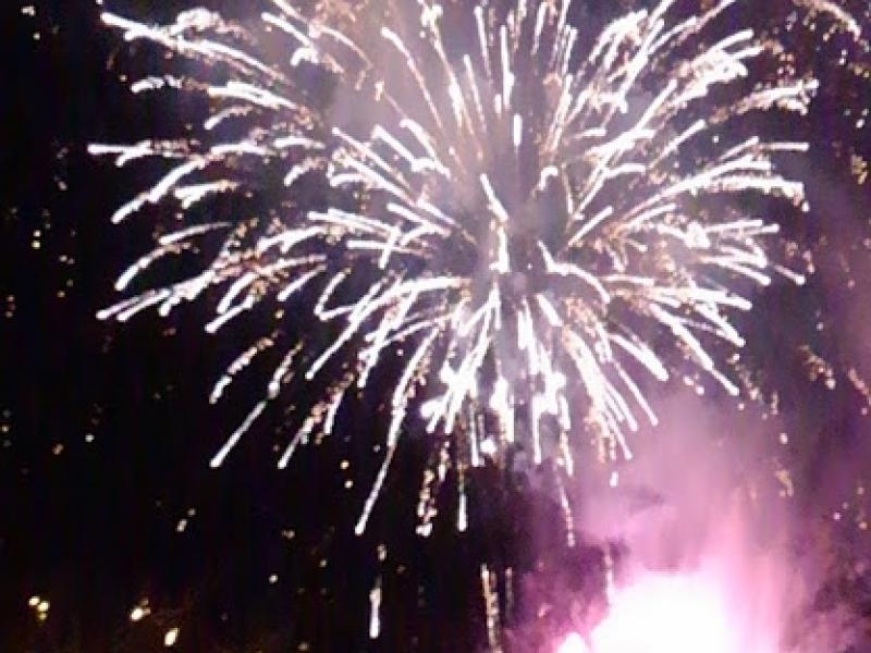 【下呂温泉】冬こそ美しい夜空を彩るミュージカル花火