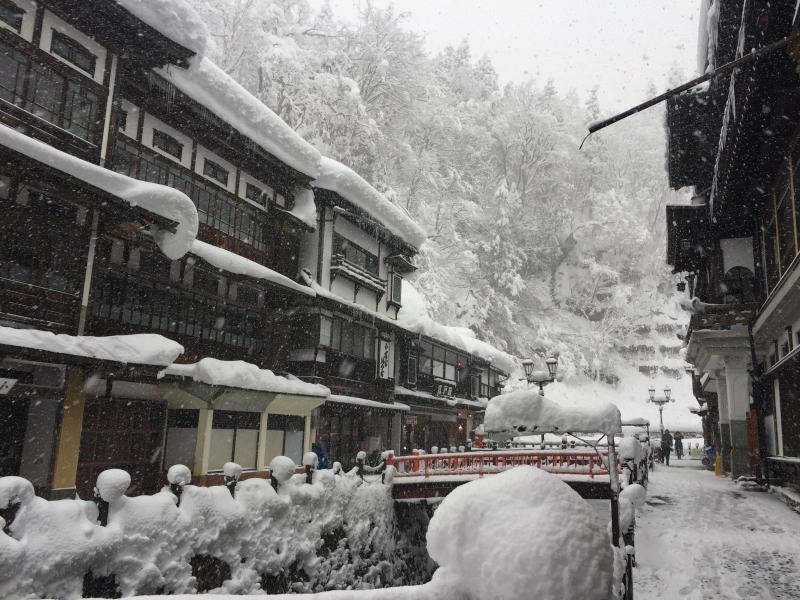 冬景色を楽しむ温泉街といったらここ!山形・銀山温泉と旅館「永澤平八」を満喫しよう!