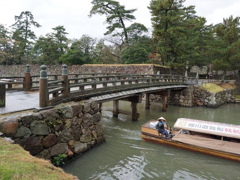 【島根県】松江城の遊覧船でひとり旅女子でも安心のこたつでほっこりクルーズ体験♪