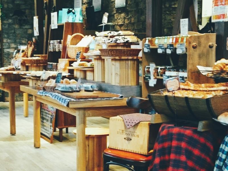 可愛い黒猫とターコイズブルーのロゴが印象的な人気店【鳥取】スペイン石窯 パンの家 ボノス
