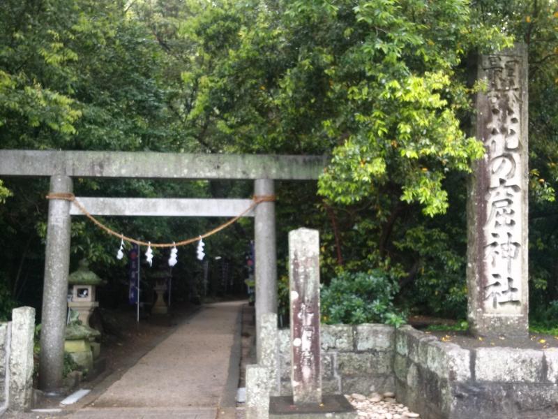 【三重・熊野古道】神々の母が眠る黄泉の国、花の窟神社