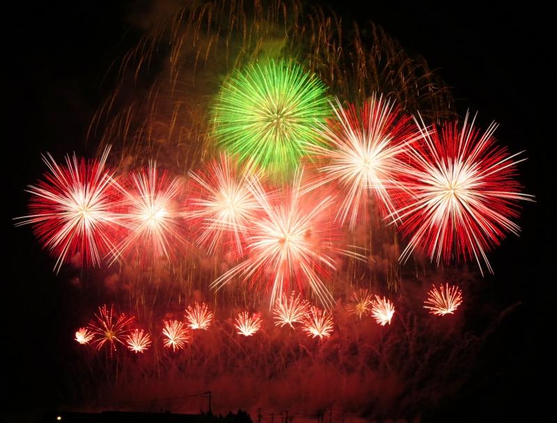 緑と赤の大曲の花火