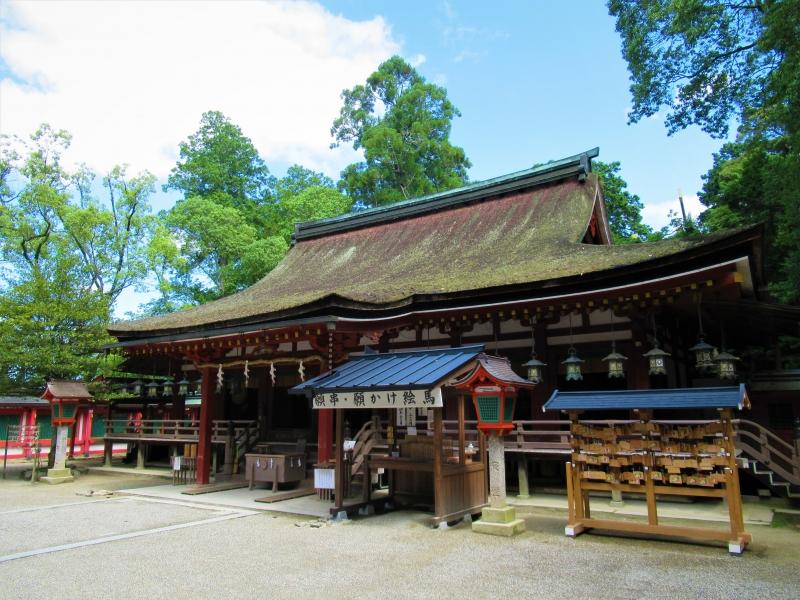 【奈良】鶏が闊歩する日本最古の神宮「石上神宮」へ参拝